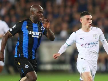 Álvarez Balanta atendió a Grealish en la paliza de Manchester City a Brujas